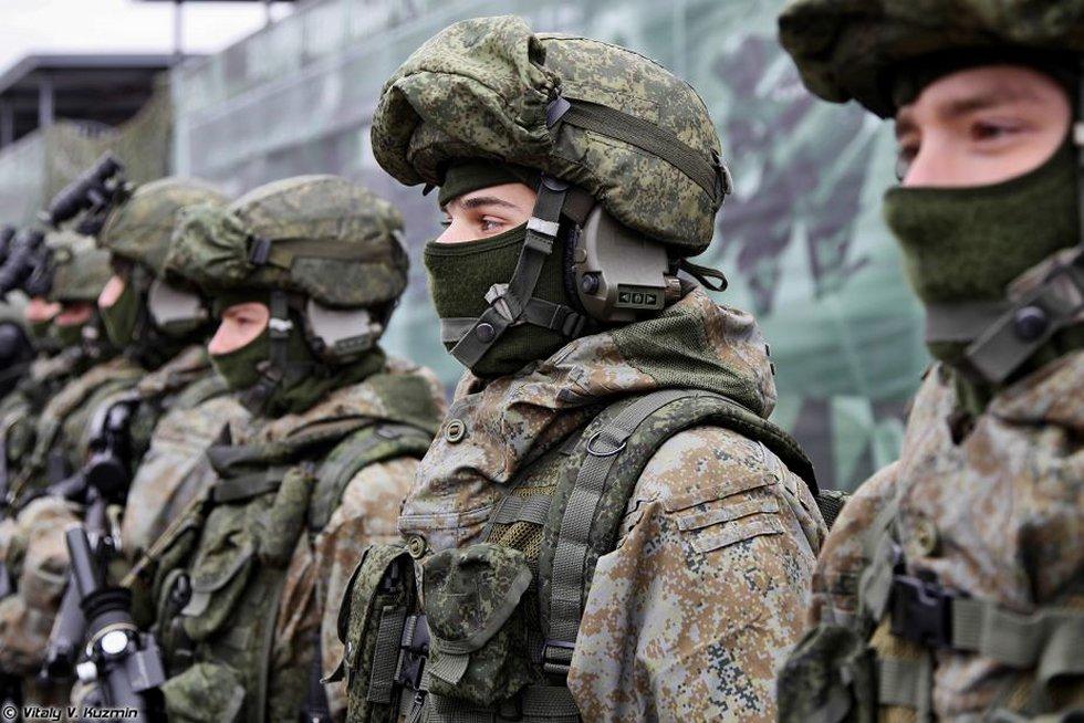 Russia_develops_helmet_with_integrated_c