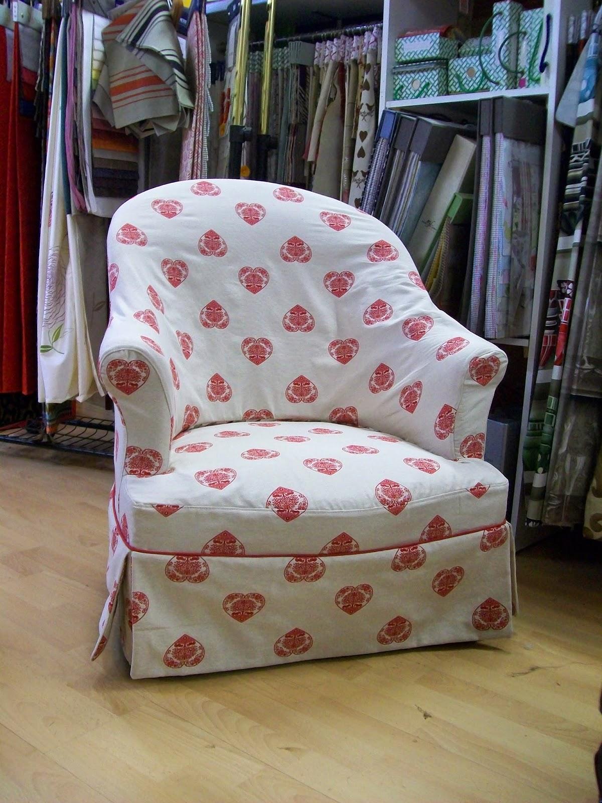 l 39 housse de fauteuil crapauds. Black Bedroom Furniture Sets. Home Design Ideas