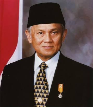 Biografi singkat Presiden ketiga RI ( Prof. Dr. Ing. H.B.J. Habibie )