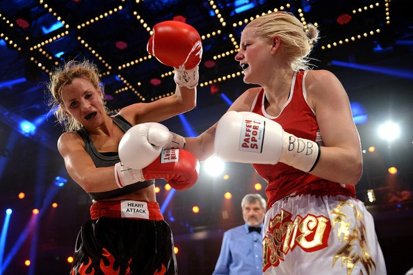 jordan-carver-vs-melanie-muller-boxing-fight-7