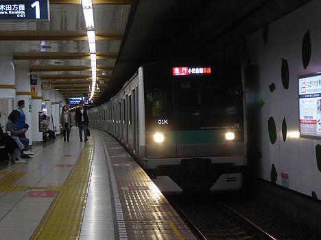 【夜ラッシュ時だけに縮小へ】E233系2000番台の急行 小田急線直通