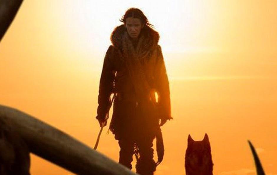 """Kodi Smit-McPhee tenta sobreviver à era do gelo no trailer de """"Alfa"""""""