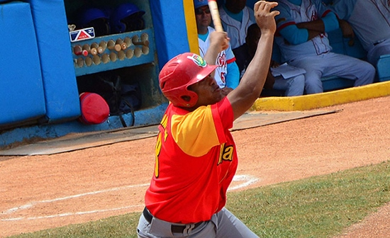 Además de liderar los imparables, Samón encabeza el apartado de dobles. Foto: Ricardo López Hevia