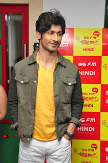 Vidyut Jamwal Adah Sharma Commando 2 Movie Team at Radio Mirchi 95  0028.jpg