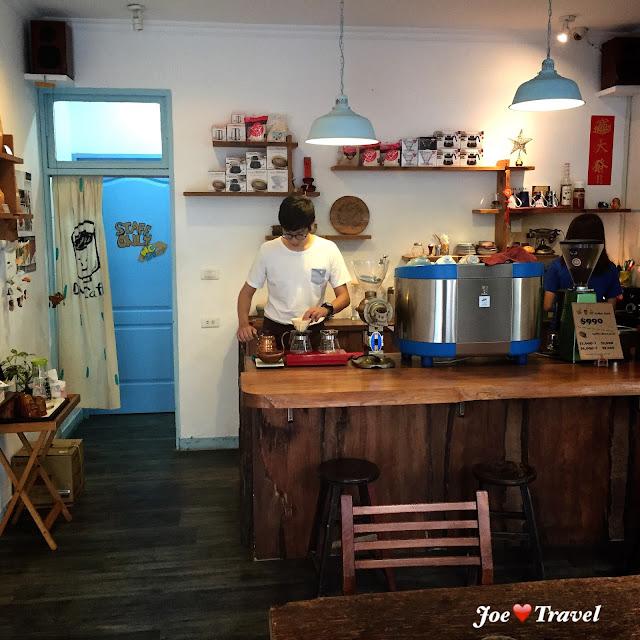 aillis201511032259376 - 【台中假文青特輯】 DanMan Cafe 用碗公品嘗的咖啡,在喧鬧的鬧區度過寂靜的一天