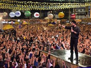 Show do Padre Fábio de Melo reúne 100 mil pessoas na Paraíba, diz PM