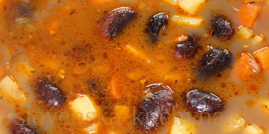Fazuľová polievka