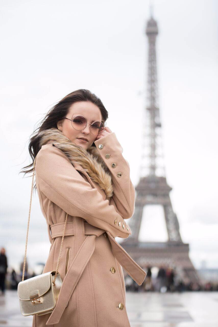 Birô e Post2B levam Larissa Manoela para fotografar em Paris ... a87203a359