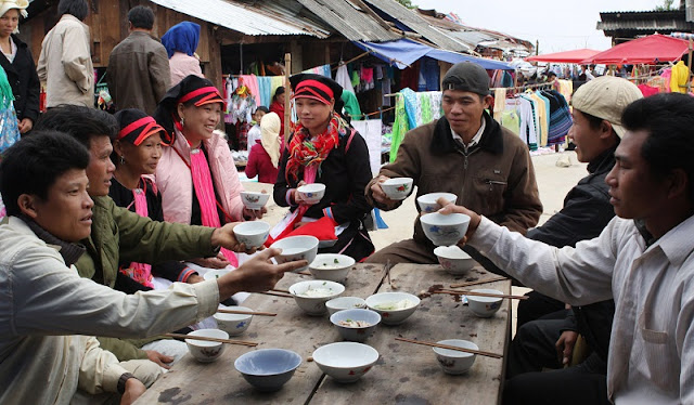 Panorama of Daily life in Lai Chau through Dao San market 2