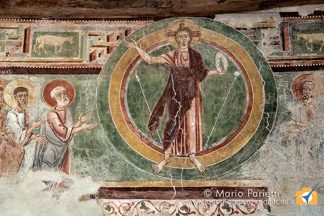 L'affresco di Cristo trionfante, sulla controfacciata è il più antico della chiesa