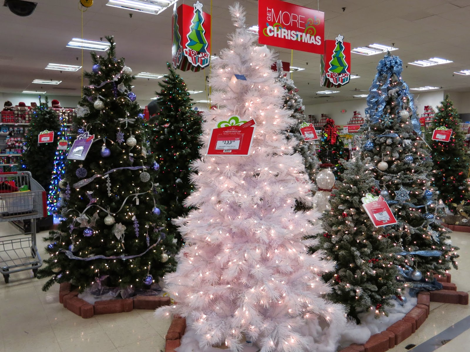 Kmart Christmas Trees Jaclyn Smith.Susan S Disney Family Decorating Your Home For The Holidays