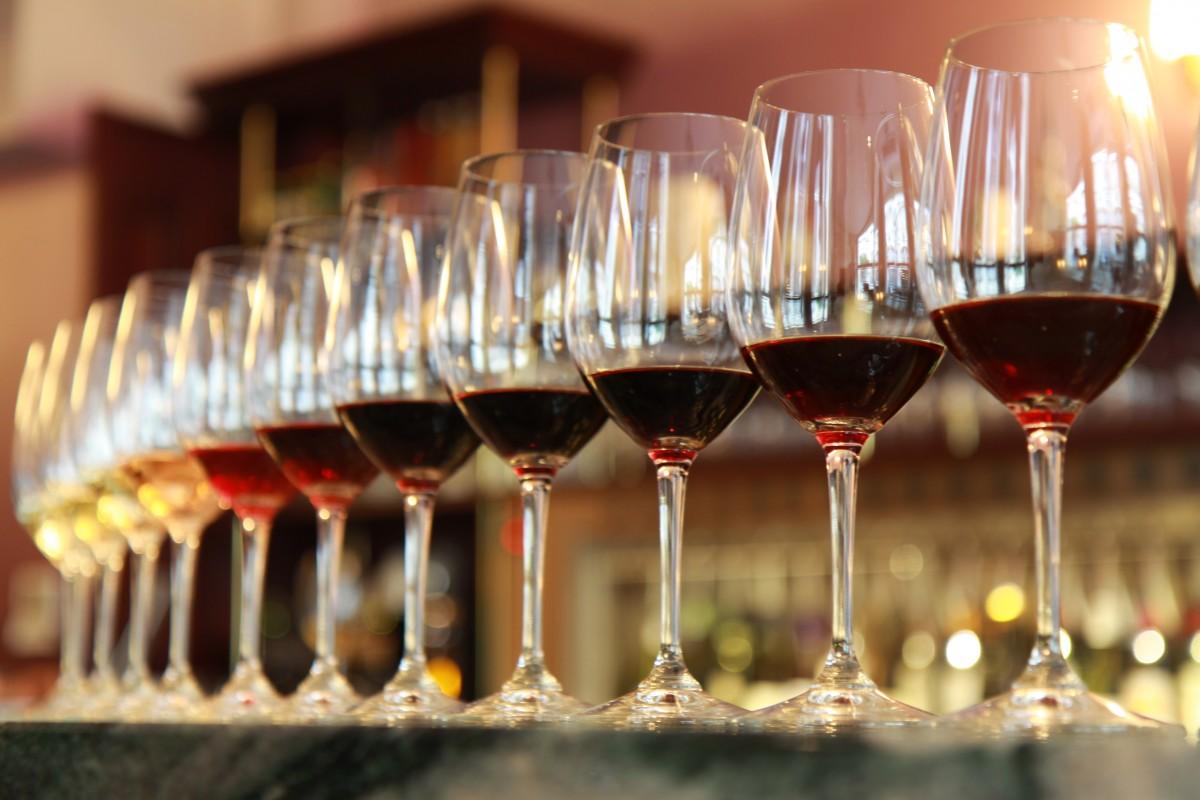 葡萄酒百百種,要怎麼品嚐呢?看看我們提示的重點,一步一步照著步驟試試看,您會有不同的感受…。