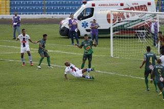 O Barretos Esporte Clube perdeu para o São Carlos por 3 a 1 na noite desta quarta-feira , no estádio Professor Luis Augusto, na casa do adversário (O Diário de Barretos)