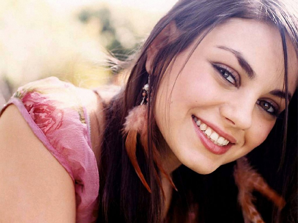 3d Wallpaper Before And After Sweet Smile Of Mila Kunis All About Photo