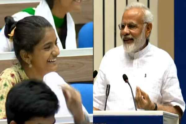 pm-narendra-modi-like-to-celebrate-rose-day-in-college-read-why