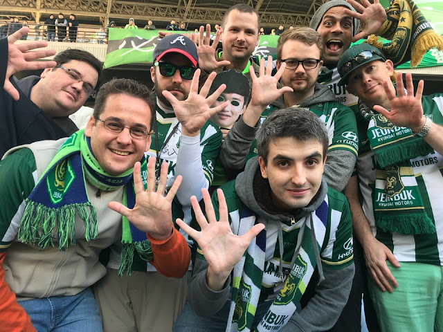 Jeonbuk Hyundai Motors Foreign Supporters Group: Los Cruzados Verdes