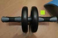 vorne: KYLIN SPORT Bauchtrainer Ab Roller Bauchmuskeltrainer Dual Wheel Ab-Wheel mit Knie Pad