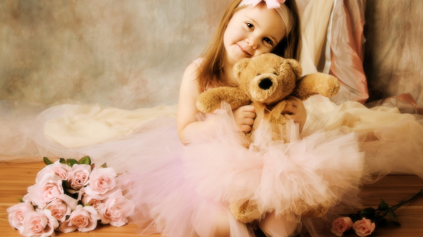Gambar Cute Little Girl with Teddy Bear