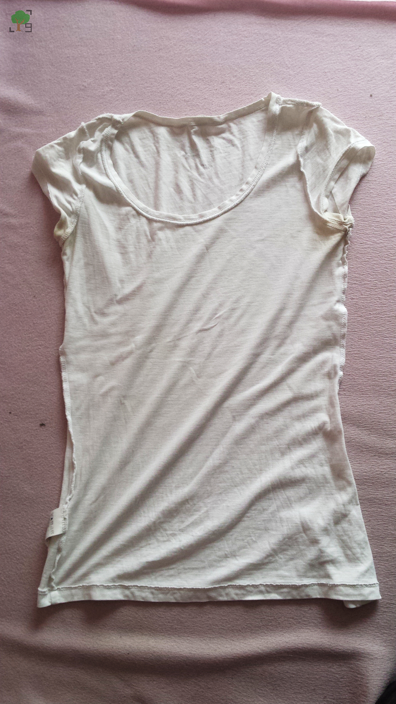 biały t-shirt, DIY, ozdabianie ubrań markerami, feminizm, antyrasizm