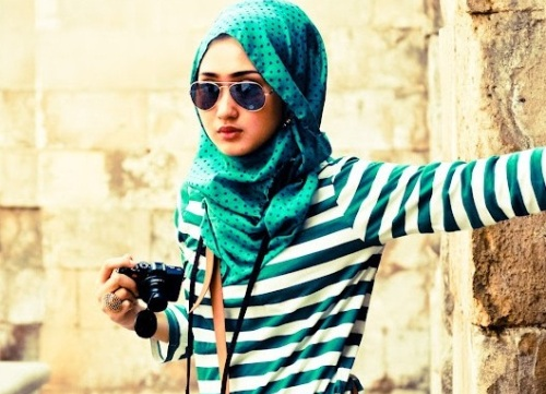 Gaya Terbaru Memakai Hijab Segi Empat