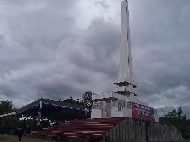Tugu Sitohang sebelum di renovasi tempat kami merayakan Natal Desember  2016