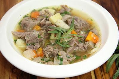 Sajian Masakan Sop Daging Kambing Bening yang Enak dan Sedap