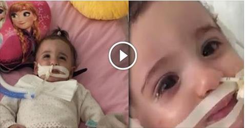 فيديو.. أب يتمسك بالأمل ويمنع الأطباء من فصل أجهزة التنفس الاصطناعي عن ابنته.. لتستيقظ بعد أسبوع في مشهد مؤثر