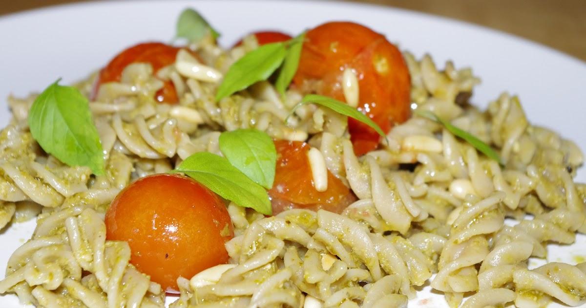 Annes kokebok!: Pasta og pesto med ovnsbakt cherrytomat