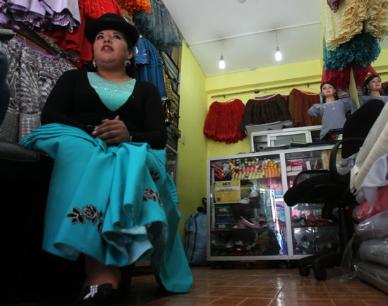 """""""Cholitas"""" bolivianas dan el salto a Nueva York"""