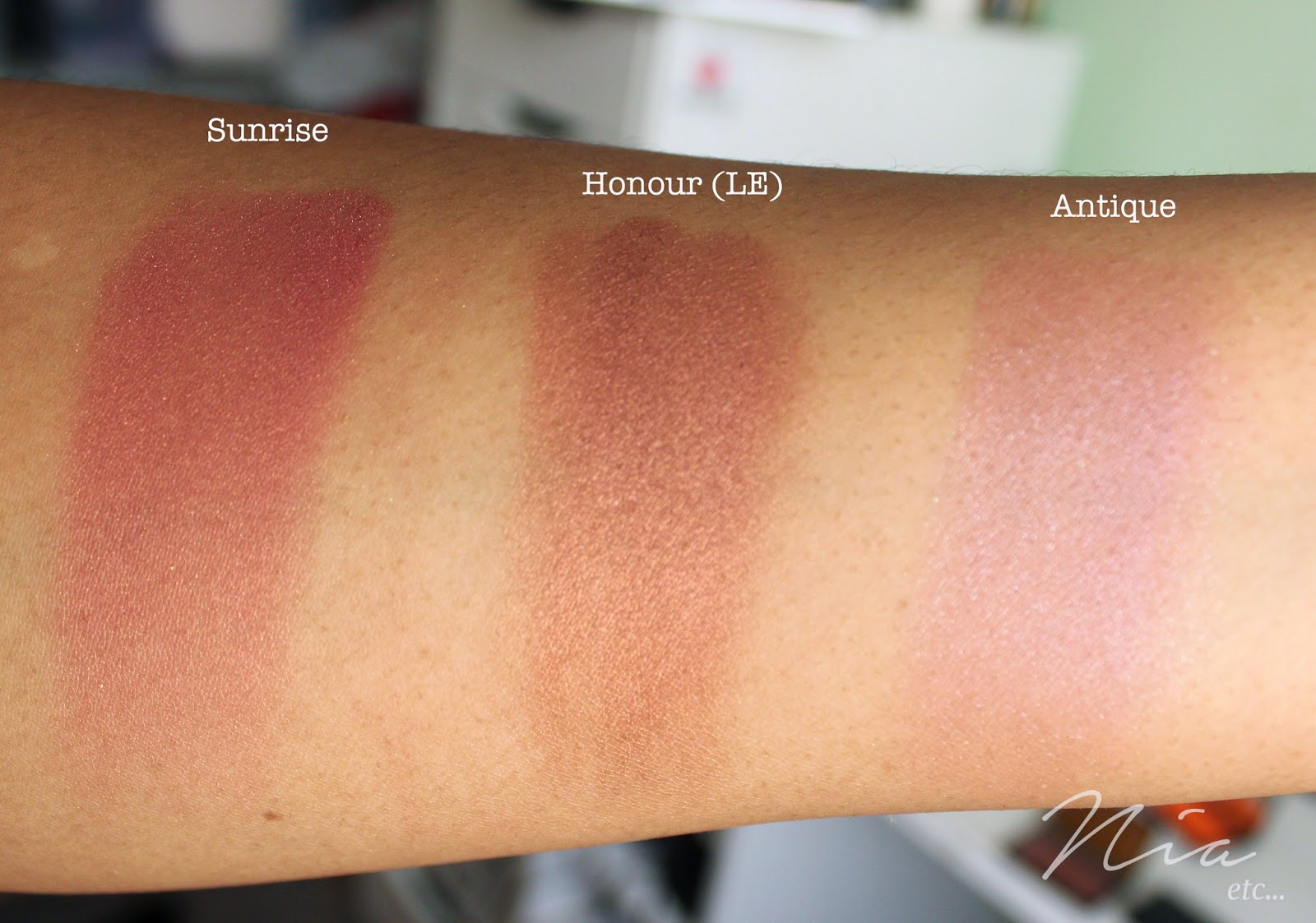 Sleek MakeUp Blushers in Sunrise, Honour and Antique Swatches