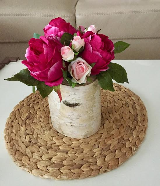 Kvetinová dekorácia na stôl