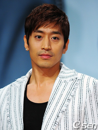 days with LooLoo: Shinhwa - The Longest Running Idol GroupEric Mun Scandal