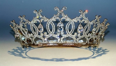 Cops Hunting For Burglars Who Stole Diamond Crown Described As 'National Treasure' In Portland Collection Gallery