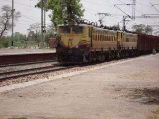 Bhopal to mumbai trains