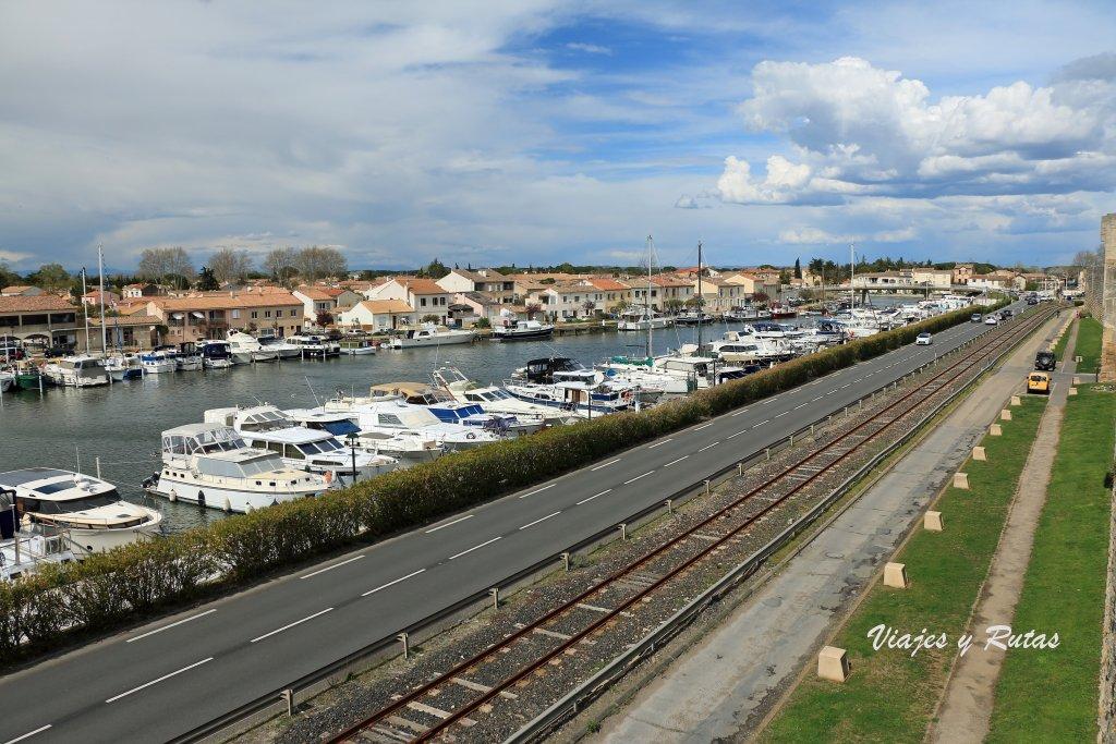 Canal del Ródano a su paso por Aigues-Mortes