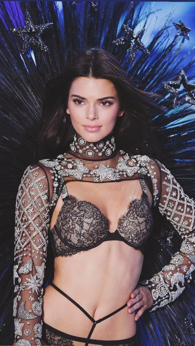 Kendall Jenner Heats Up The 2018 Victoria S Secret Fashion Show