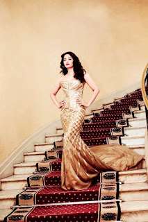 Aishwarya Rai Stepping Down On Stairs