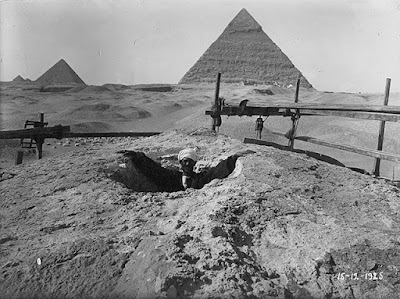 An image of the Sphinx from 1925 shows the short, dead-end shaft on top of the head