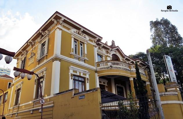 Vista ampla do antigo casarão do 1º Distrito Policial - Liberdade - São Paulo
