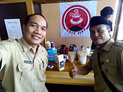 Bersama Kang Taufik Fansuri, penggiat kopi dari Tasikmalaya.