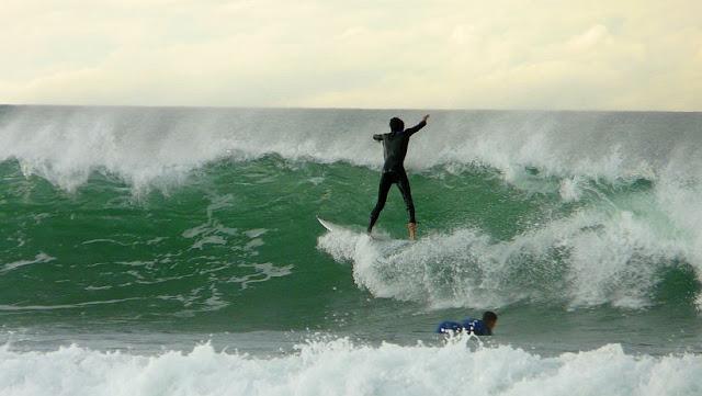 Surf en El Pasillo y el Peñón, playa de Atxabiribil, Sopelana