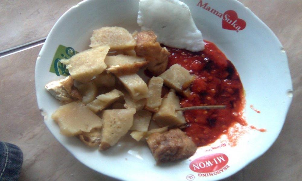 Kuliner Pedas Pentol Corah Madiun