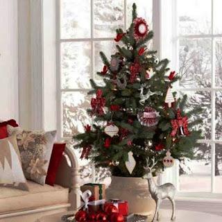 Contoh Dekorasi Pohon Natal Simpel tapi Cantik