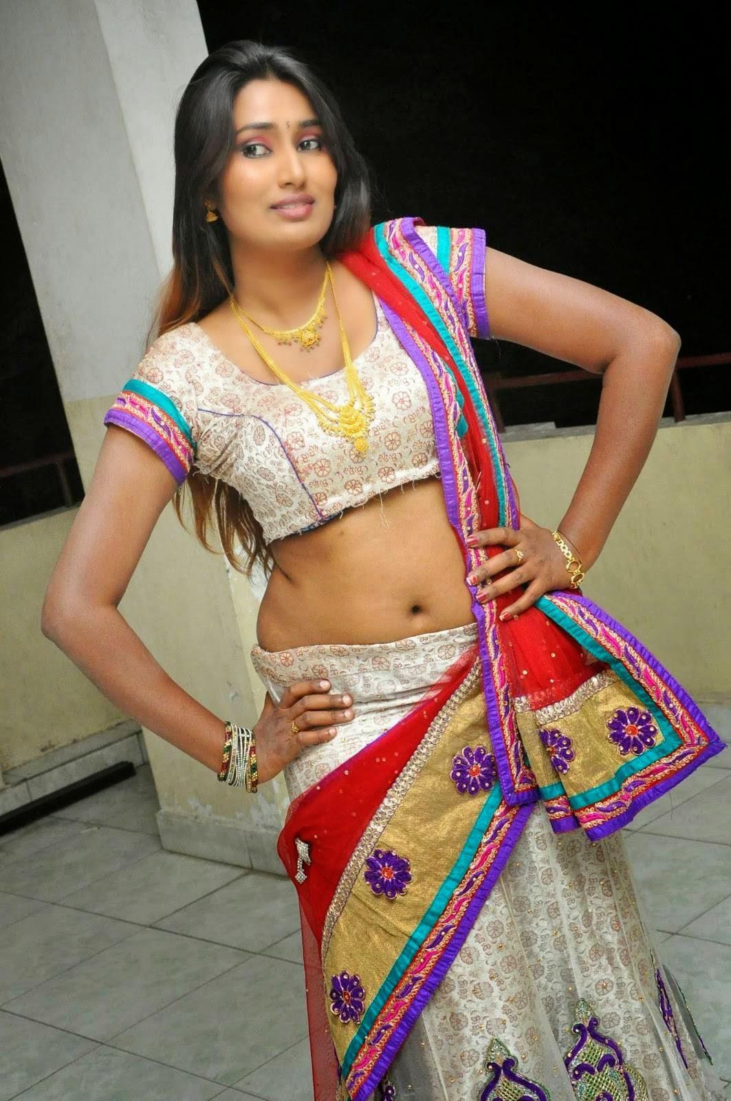 Telugu New Actress Swathi Naidu Navel Show Spicy Photo