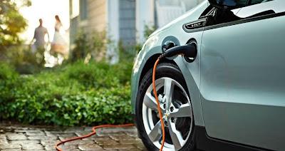 Elektroauto kostet 2012 Hersteller Geld Euro kaufen Umweltfonds Fonds hochrentabel Tesla Roadster Reichweite Akku