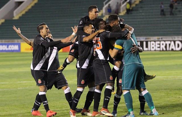 Martín pega três pênaltis e leva o Vasco à Libertadores