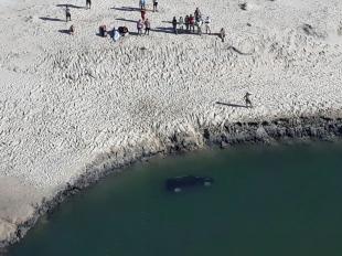 CASCAVEL-CE:  Mulher morre afogada, após veiculo tombar na areia e cair em rio