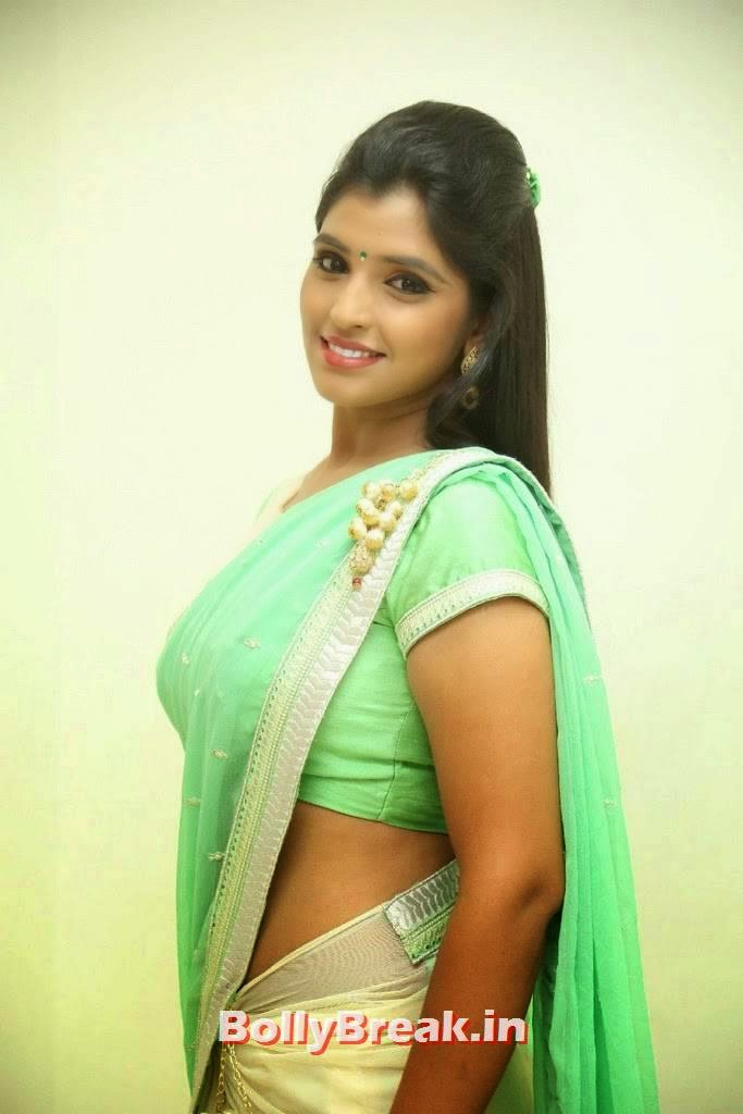 , Anchor Syamala hot Images in Green Low Waist Saree