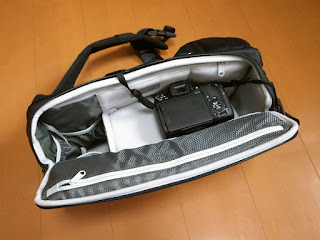 Incase DSLR Sling Pack CL58067 スリングバッグ21 + EOS 9000D
