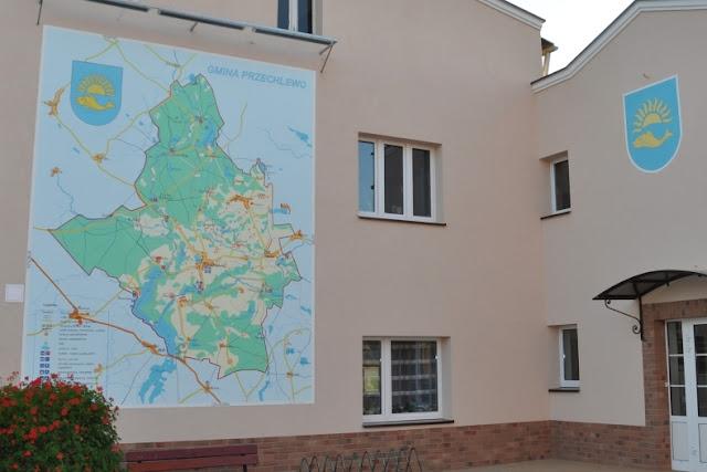 Malowanie mapy na elewacji budynku, logo n elewacji budynku, mural UV